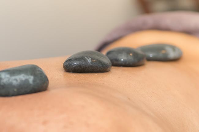HOT STONE THERAPY du centre de massage Le Bien Etre